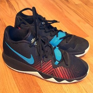 Nike Kyrie Size 6 US